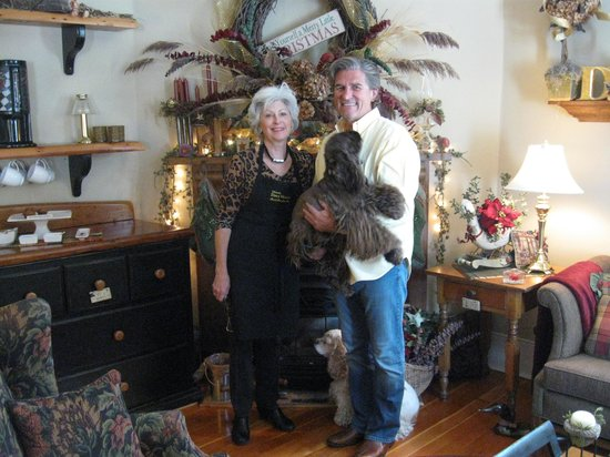 Historic Davy House B&B Inn: Owners Flo and Jeff