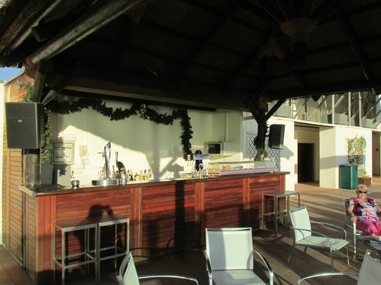 Hotel Flamingo Oasis: Roof Terrace Bar