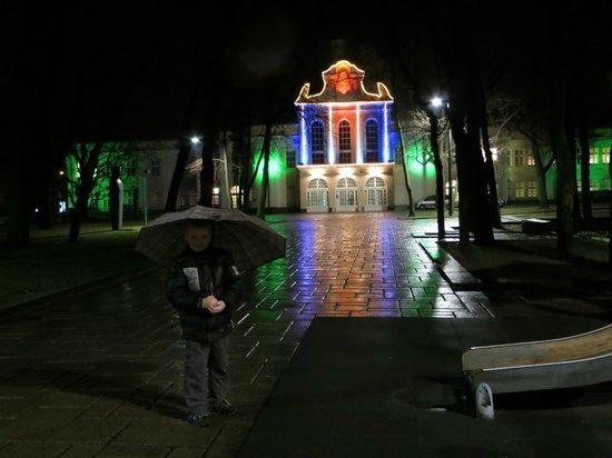 Laisves aleja (Liberty Boulevard) : здание театра
