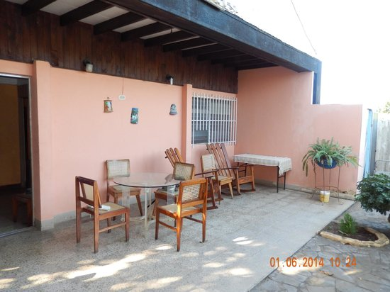 Managua Hostel Ida : Dining on patio