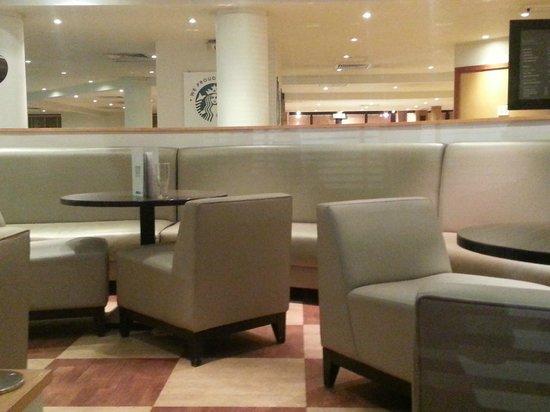 Holiday Inn Hemel Hempstead M1, Jct.8: Bar area. Wipe-clean seats and colour not to my taste.
