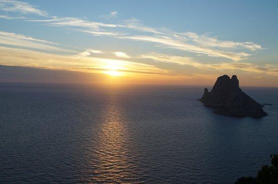La puesta de sol con Es Vedra al fondo