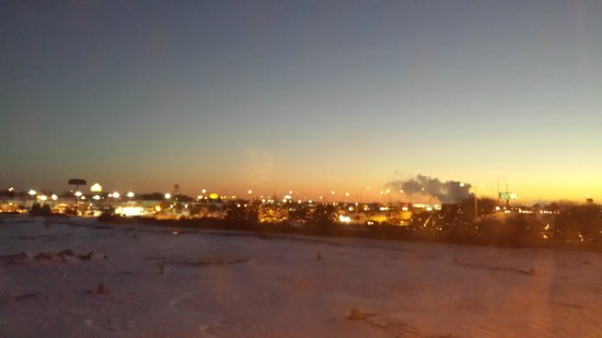 Hampton Inn Suites Bolingbrook: View from the room during sunrise in the middle of the polar votex.