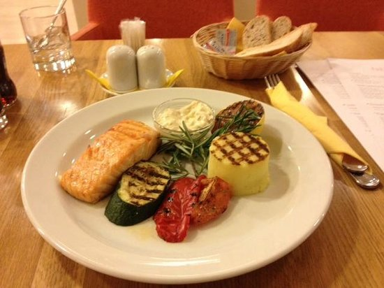 SunFlower Park Hotel: Salmon, espectacular