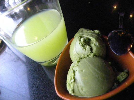 Oishi Grand (Siam Discovery Center): Guava juice and Green Tea ice cream