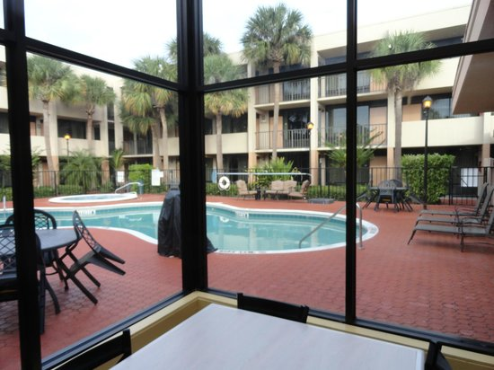 Heart of I-Drive: We had our breakfast with pool view