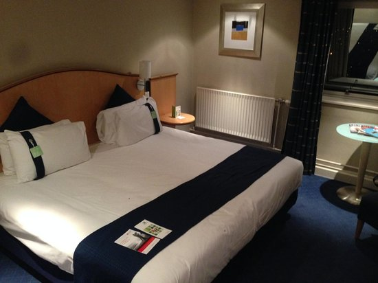 Holiday Inn Brentwood: Bed