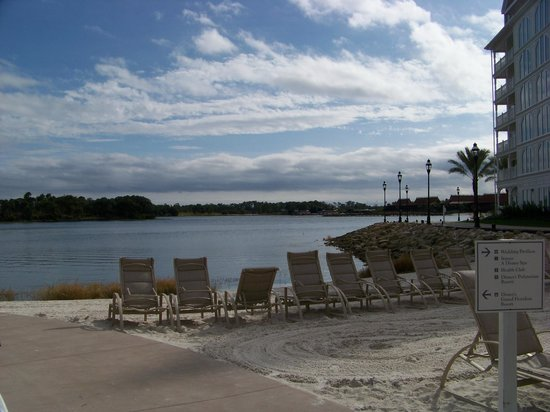 Disney's Grand Floridian Resort & Spa: View of beach at the Villas