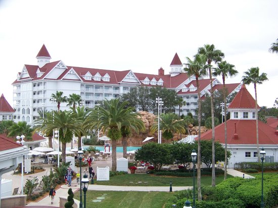 Disney's Grand Floridian Resort & Spa: View of the Villas