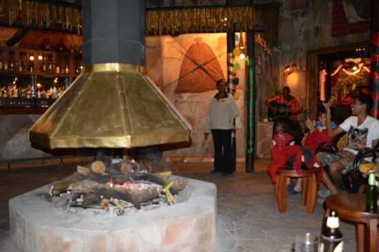 Sarova Mara Game Camp : Bar area
