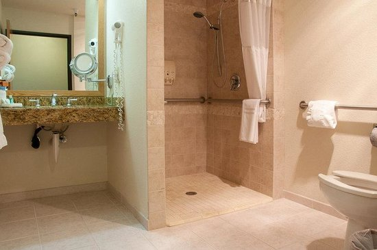 BEST WESTERN PLUS Mill Creek Inn: King Mobility Accessible Guest Bathroom