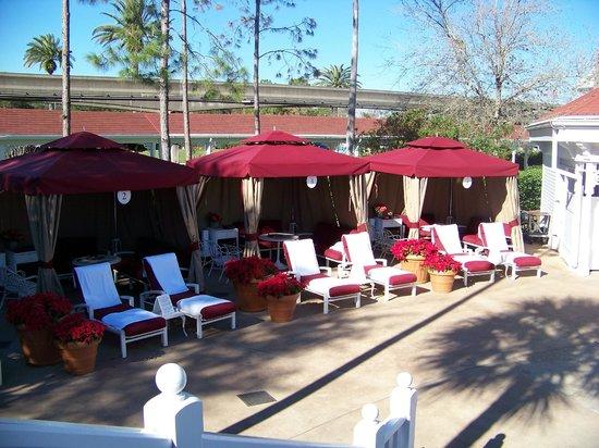 Disney's Grand Floridian Resort & Spa: Cabanas at Villa pool
