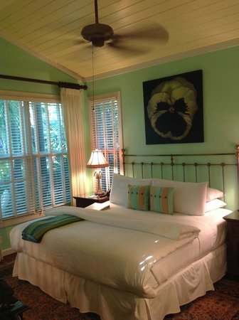 Pineapple Point Guest House and Resort: Our lovely room