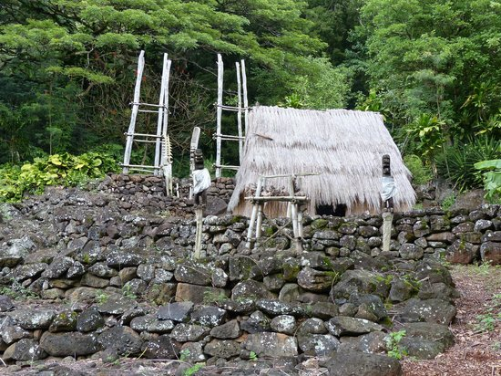 Waimea Valley: replica hut