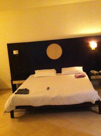 Seabel Alhambra Beach Golf & Spa : le grand lit de  2metres de large
