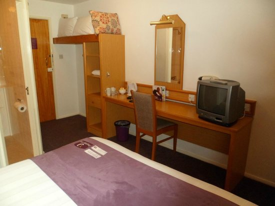 Premier Inn Glenrothes Hotel: Rooms a little dated