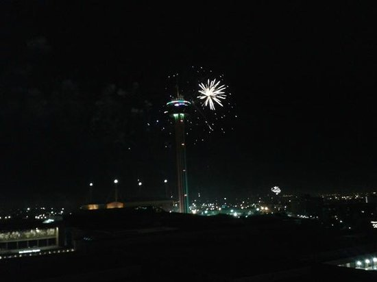 Hilton Palacio del Rio: New Years Eve Fireworks from Our Balcony