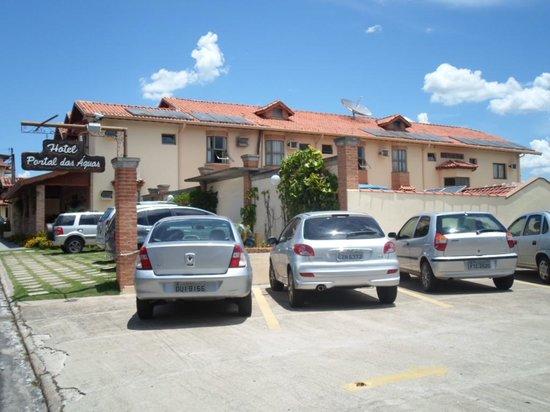 Hotel Portal das Aguas: Estacionamento