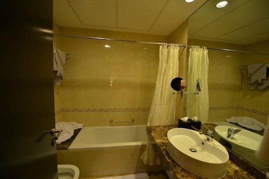 Majestic Hotel Tower : Bathroom