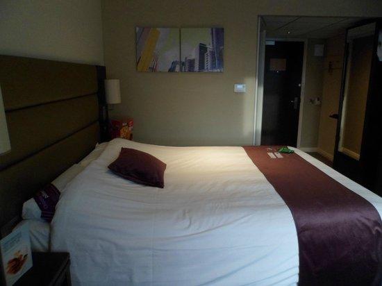 Premier Inn Dunfermline Hotel: Modern Rooms