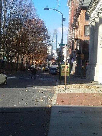 Betsy Ross House: Outside on Street