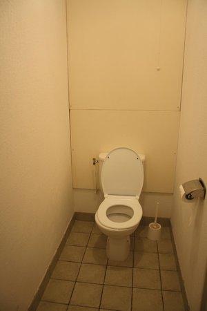 Mona Lisa Les Toits du Devoluy : Toilettes pas très propres !