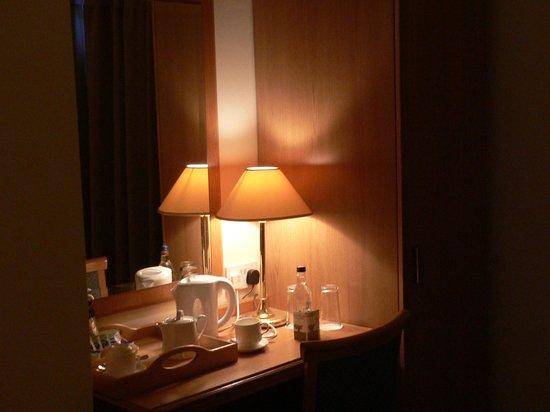 Copper Beech House Luxury Bed and Breakfast: Desk in my room