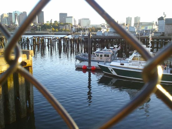 Constitution Inn : docks and ferry are just a few short blocks away