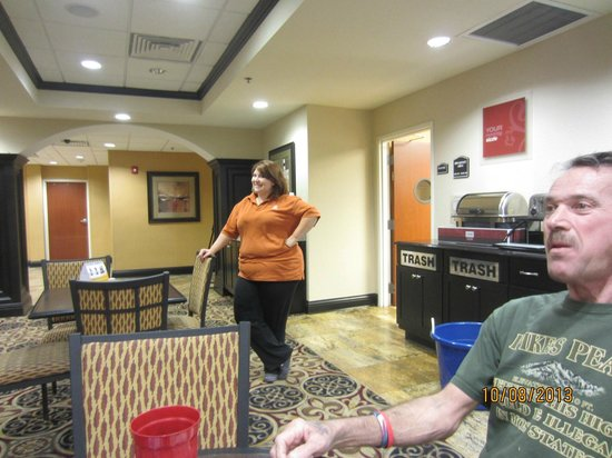 Comfort Inn & Suites: GREAT Pizza, Beer, Ambiance, and she was a super evening manager.
