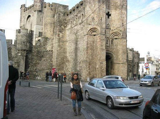 iTours - Ghent Guides: front Gravensteen