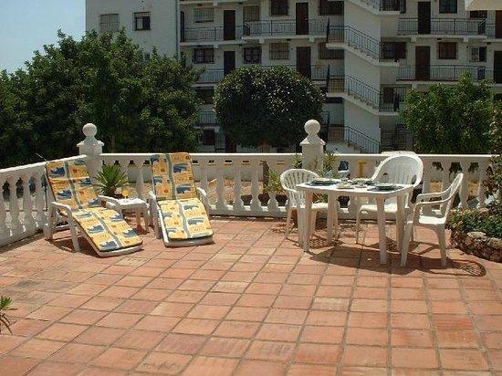 Apartamentos Verano Azul: Front terrace