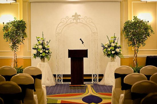 Courtyard Canton : Ballroom set for ceremony