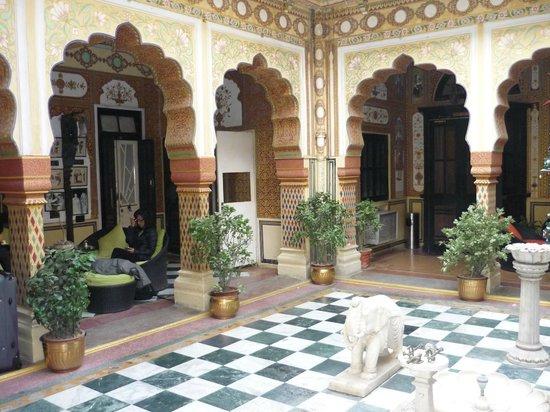Bissau Palace: Hotel courtyard
