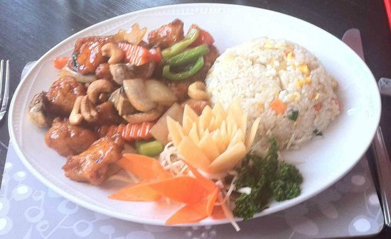 Singing Bamboo: Chicken with Cashew Nuts and Egg Fried Rice