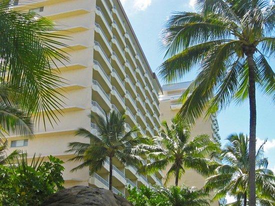 Whitsunday Apartments Hamilton Island: West Wing from pool