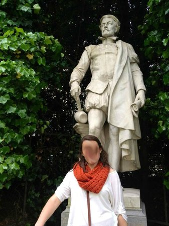 Jardin du Petit Sablon: we like to play statue. i know...swirly face is creepy...