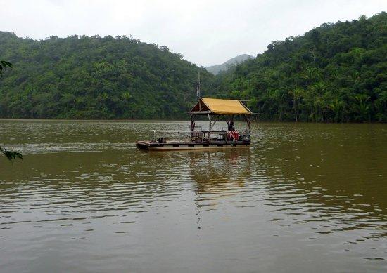 Martz Farm Treehouses and Cabanas Ltd.: Boat ride with Lazaro