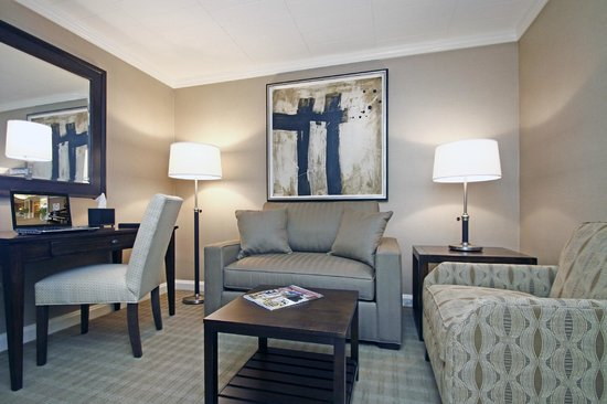 Ethan Allen Hotel: Renovated Double Suite Living Room