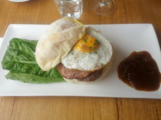 Environs Cafe : Breakfast Wagu Burger