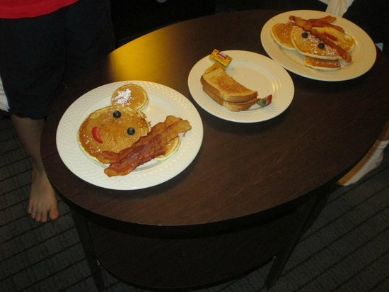 DoubleTree by Hilton Hotel Baltimore - BWI Airport: Breakfast - in room service