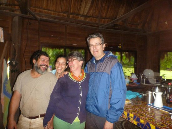 Martz Farm Treehouses and Cabanas Ltd.: Our hosts Jo and Miriam (on the left)