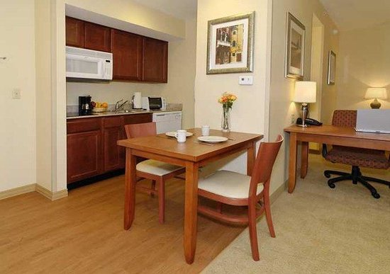 Homewood Suites Dulles - North / Loudoun: Suite