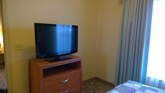 Homewood Suites by Hilton Irving - DFW Airport : Flat screen tv bedroom