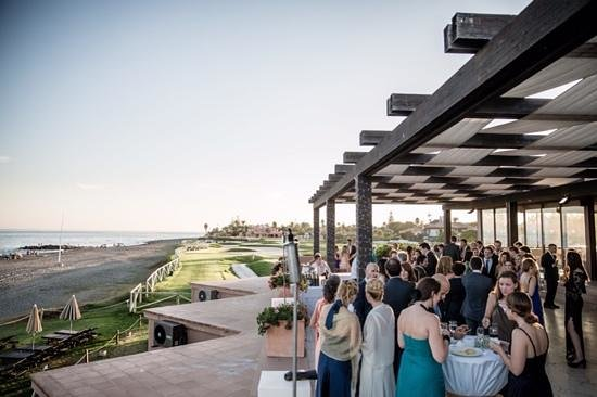 Hotel Guadalmina Spa & Golf Resort : restaurant terrace for a wedding cocktail with a view
