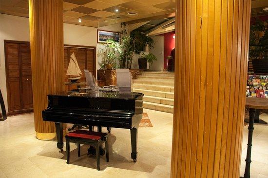 Best Western Plus Hotel La Marina : Hall d'entrée niveau bas