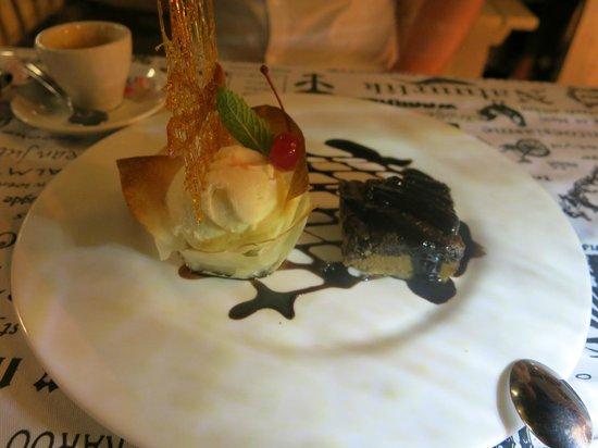 Oppie Dorp Restaurant : Schokomuffin mit Eis