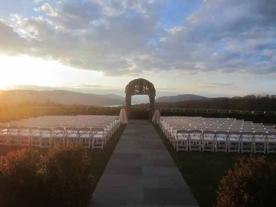 The Garrison - Golf, Restaurant, Events & Inn: WEDDING PERGOLA