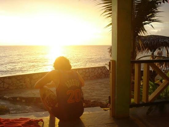 Banana Shout Resort: sunset from our door