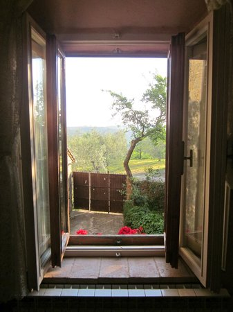 Le Maribelle Appartamenti: view out of kitchen/sitting room