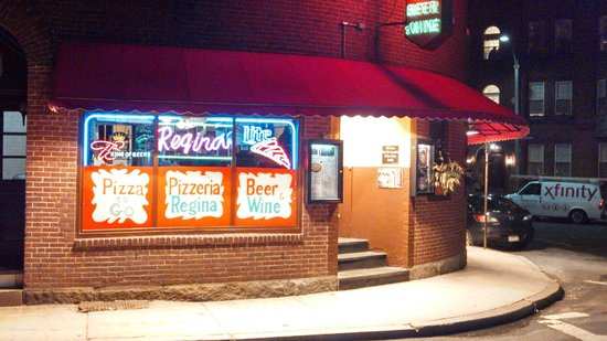 Pizzeria Regina: View from Outside